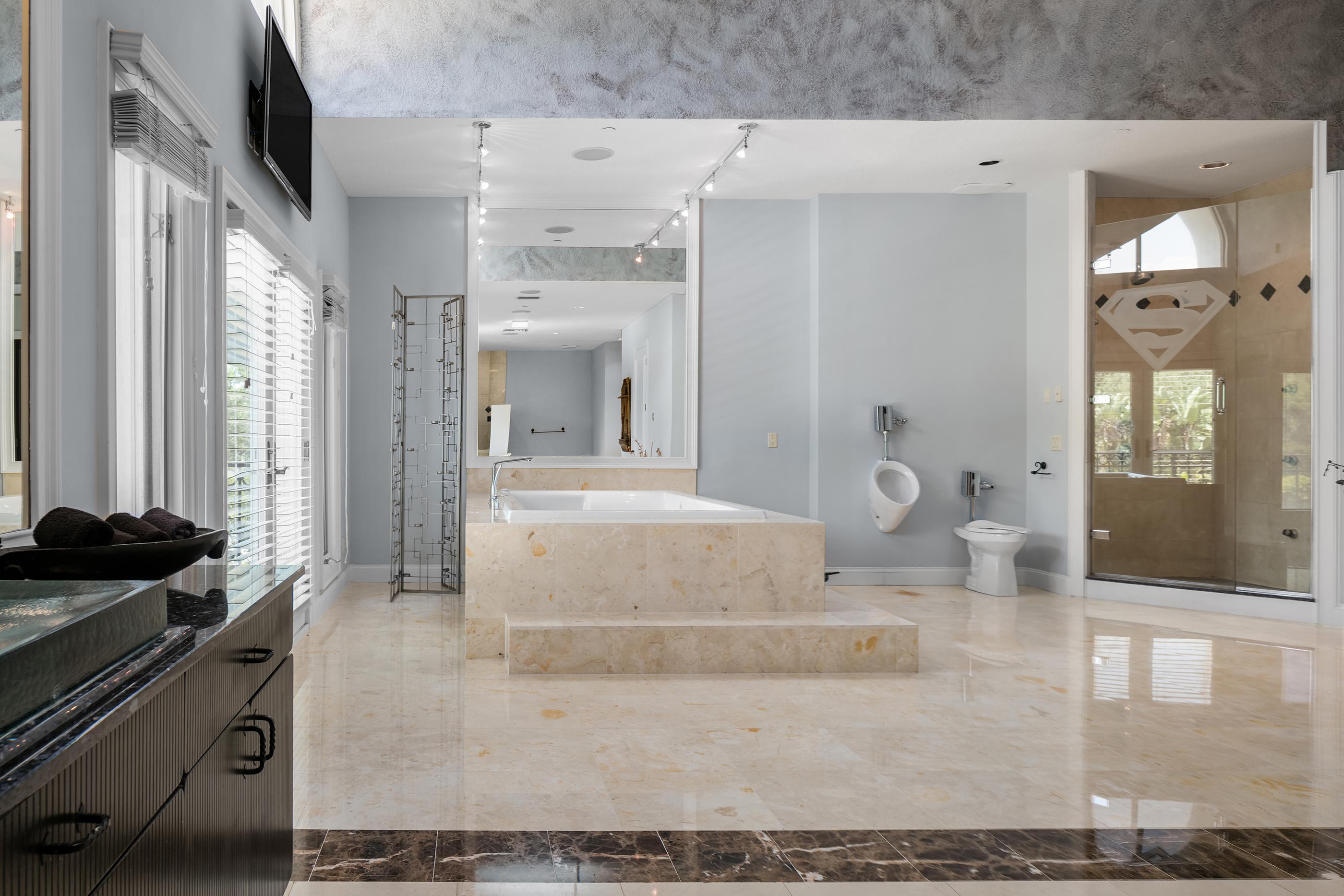 180518-shaq-house-bathroom